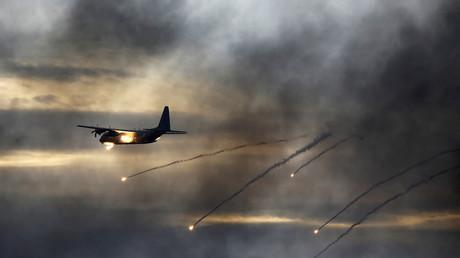 Eine C-130J Super Hercules der israelischen Luftwaffe bei einer Flugdemonstration für israelische Luftwaffenpiloten auf dem Luftwaffenstützpunkt Hatzerim im Süden Israels