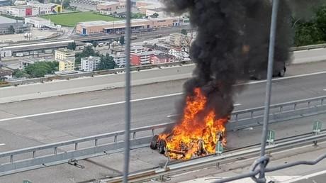 Deutscher im Tesla tödlich verunglückt - Feuerwehr untersucht Akku