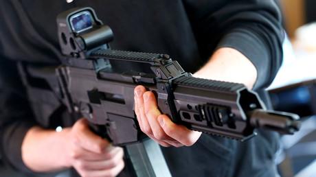 (Symbolbild). Ein G36 KA von Heckler & Koch während einer Medienführung in der Waffenfabrik Heckler & Koch in Oberndorf, Deutschland.