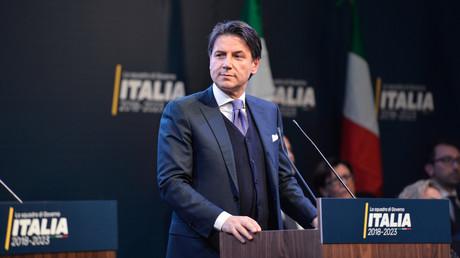 Der 53-jährige Jurist und Politik-Neuling Giuseppe Conte gehört zum Kreis der Fünf-Sterne-Bewegung und tritt gemäßigt auf.