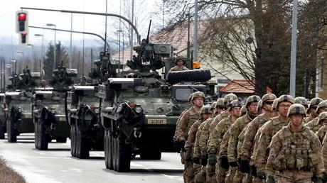 Soldaten des 2. US-Kavallerieregiments kommen nach dem US-Manöver