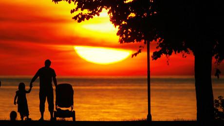 Sonnenuntergang auf Gotland, Schweden, 2. Juli 2006.