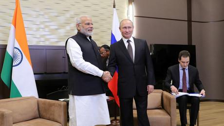 Der indische Premierminister Narendra Modi mit dem russischen Präsidenten Wladimir Putin in Sotschi; Russland, 21. Mai 2018.