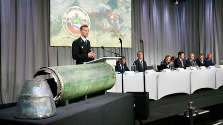 Das in den Niederlanden ansässige JIT präsentierte am Donnerstag seinen neuen Bericht zum Absturz der Boeing MH17 in ukrainischem Luftraum am 17. Juli 2014. Das JIT sieht nach wie vor die Verantwortung bei russischem Militär. Russland kritisiert die Ermittlung als einseitig und mangelhaft.