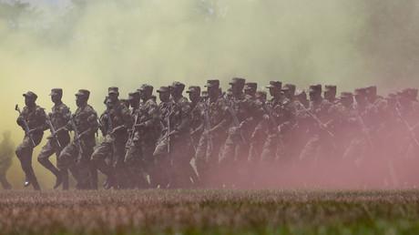 Kolumbianische Streitkräfte bei einer Graduierungs-Zeremonie in Nilo, Kolumbien