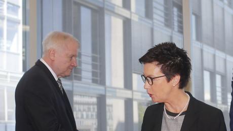 Bundesinnenminister Horst Seehofer und BAMF-Chefin Jutta Cordt im Innenausschuss des Bundestags zum BAMF-Skandal, Berlin, Deutschland, 29. Mai 2018.