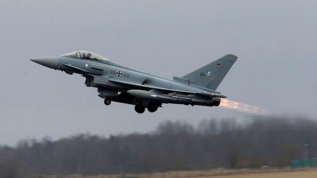 Eurofighter der Luftwaffe, wie hier im Bild, sorgten mit ihrem Tiefflug über Berlin für Aufregung und viele Fragen.