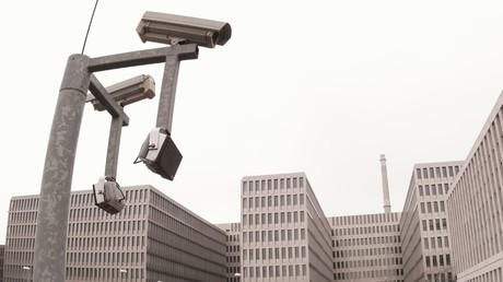 BND darf Daten anlasslos abzapfen: Betreiber von Internet-Knoten verliert Klage gegen Geheimdienst