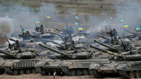 Ukrainische Panzer bei einem Großmanöver - Die Regierung in Moskau hat bereits angekündigt, dass man