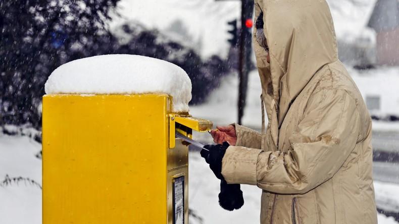 Ein Haufen Post: Rentner sammelt eigene Fäkalien und leert sie in Briefschlitz von Ex-Kumpel