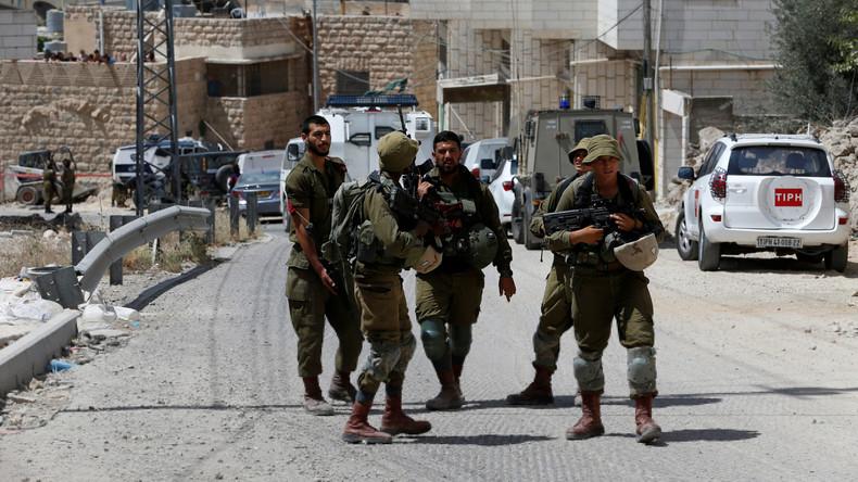 Palästinenser greift israelische Soldaten mit Fahrzeug an und wird erschossen