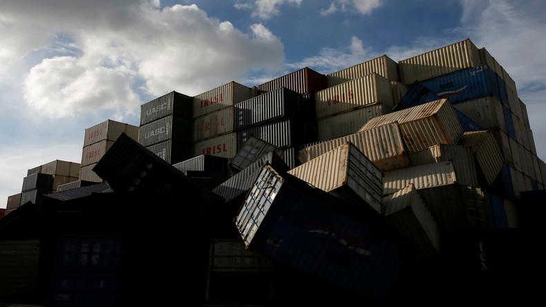 Frachtschiff verliert 83 Container – Sturm spült Hygieneartikel an Australiens Küste