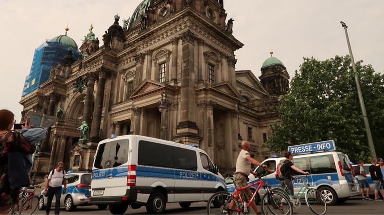 """Schüsse in Berliner Dom: Polizei feuerte auf """"randalierenden Mann"""""""