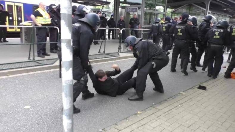 """""""10. Tag der deutschen Zukunft"""": Links- und Rechtsextreme protestieren in Goslar"""