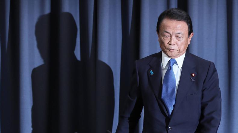 Vetternwirtschaft im Kabinett Abe: Japans Finanzminister gibt wegen Skandals sein Gehalt zurück