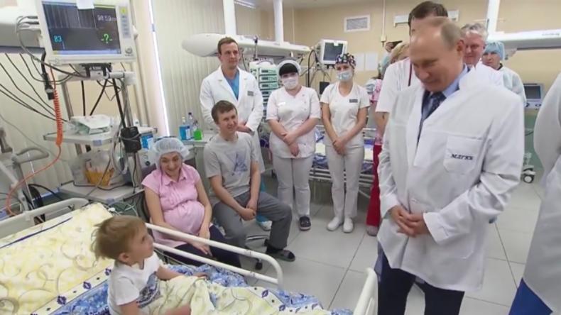 """""""Er hat mich geküsst Mama, nicht Dich"""" - Putin trifft naseweisen Nierenpatienten auf Intensivstation"""