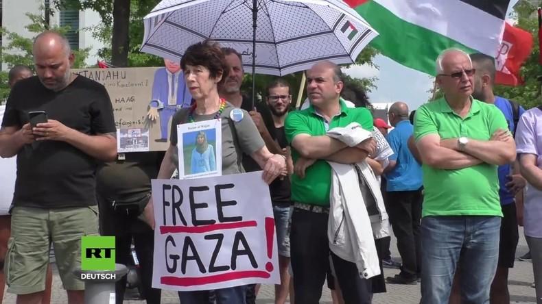 """Protest vorm Kanzleramt: """"Netanjahu ist nicht Willkommen - Stoppt den Krieg, Freiheit für Palästina"""""""