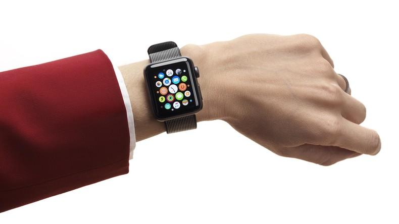 Kanada: Erstmals Strafe wegen Smartwatch am Steuer, die Uhr und Handy zugleich ist