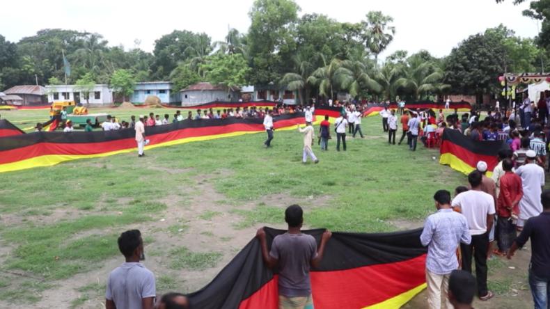 Made in Bangladesch: Fan deutscher Fußball-Elf lässt längste deutsche Flagge der Welt herstellen