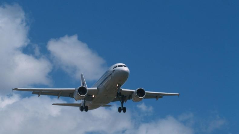 Herr, wirf etwas anderes vom Himmel: Kanadierin mit Fäkalien aus Flugzeug bespritzt