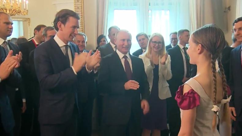 Wien: Junge Nachwuchs-Pianistin Alma Deutscher präsentiert ihre Fantasie für Putin