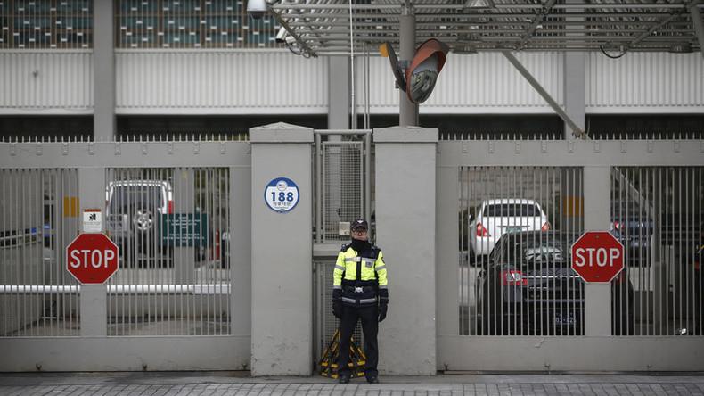 """""""Helft mir"""": Autofahrer rammt Tor der US-Botschaft in Seoul und will Asyl"""