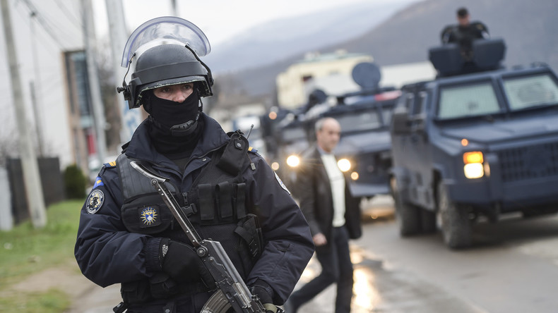 Anschläge auf NATO-Truppen geplant: Zwei Terrorverdächtige im Kosovo festgenommen