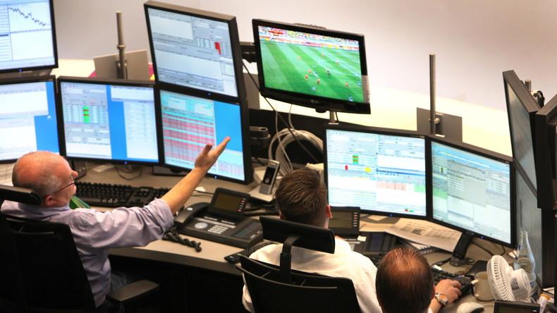 Studie: Chefs kulanter beim Fußballschauen während der Arbeitszeit