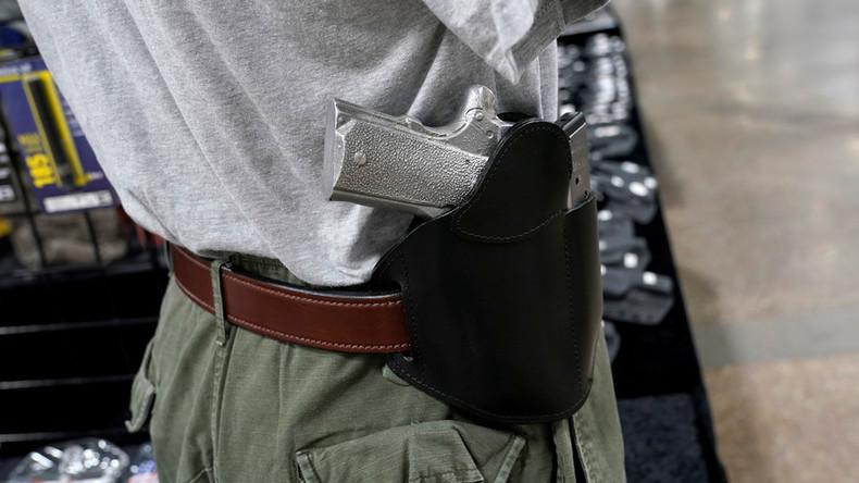 Mitarbeiterin kann sich nicht einloggen – Tausende Waffenscheine in USA ohne Überprüfung ausgestellt