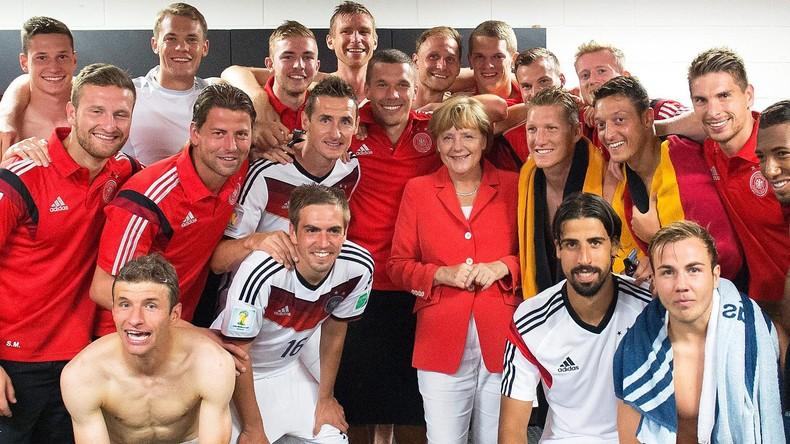 Fußball-WM in Russland: Angela Merkel ist im Prinzip dabei