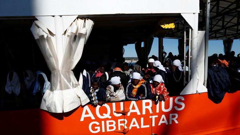 Italien droht mit Hafensperre: Rettungsschiff mit über 600 Migranten harrt weiter im Mittelmeer aus