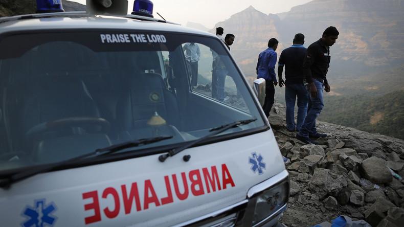 Bus überschlägt sich auf indischer Straße - Mindestens 17 Tote