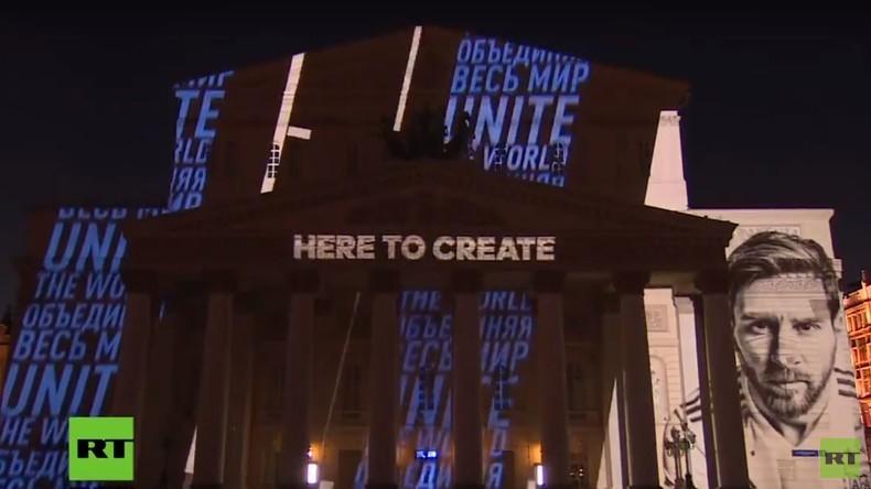LIVE zur Fußball-WM: Bolschoi-Theater in Moskau erstrahlt durch Lichtshow