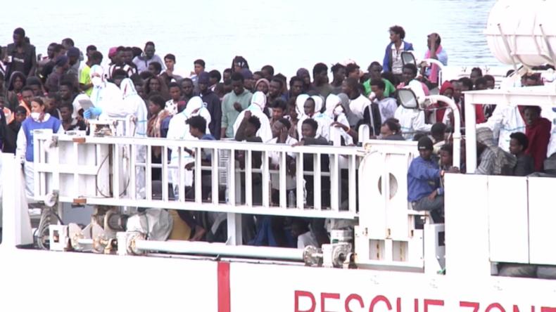 Italien nimmt Migranten-Rettungsschiff mit über 900 Menschen auf