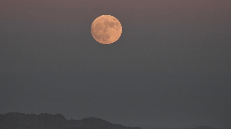 Chinesischer Satellit erreicht als erster Flugkörper den Orbit an der Rückseite des Mondes