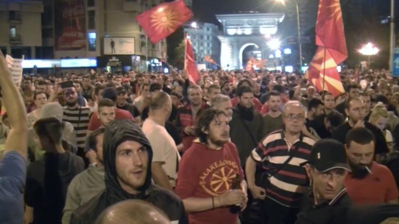 Weg frei in NATO und EU: Mazedonien benennt sich auf Druck Griechenlands um und sorgt für Proteste