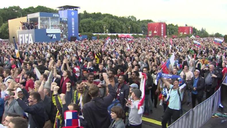 """""""Das ist surreal!"""" - Russische Fans nach haushohem Sieg im WM-Eröffnungsspiel außer sich vor Freude"""