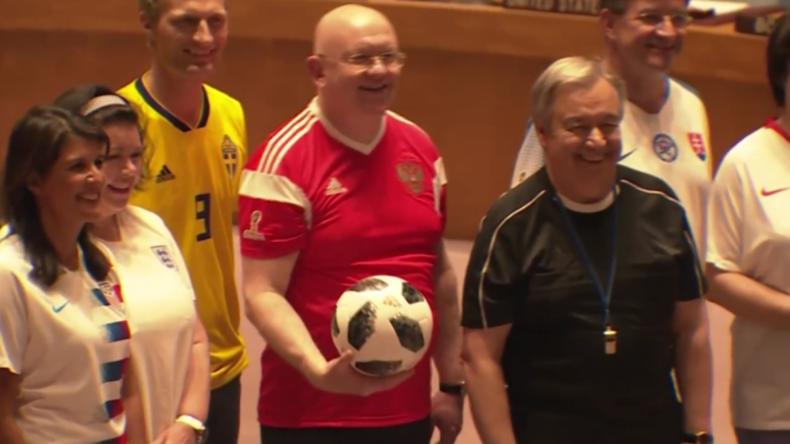 New York: Auch der UN-Sicherheitsrat ist im Fußballfieber - Mitglieder erscheinen in Trikots