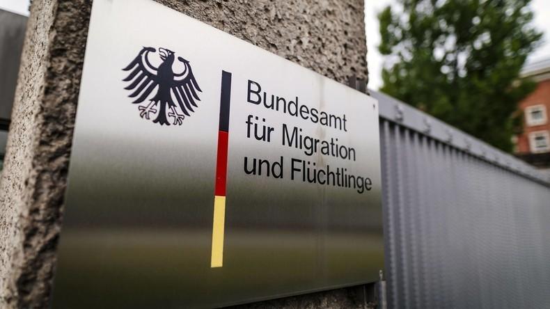 BAMF-Skandal: Bundesinnenminister Seehofer entlässt BAMF-Chefin Cordt