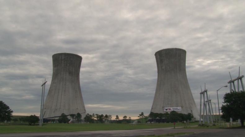 Das Ende eines Kraftwerks: Hier implodieren zwei riesige Kühltürme