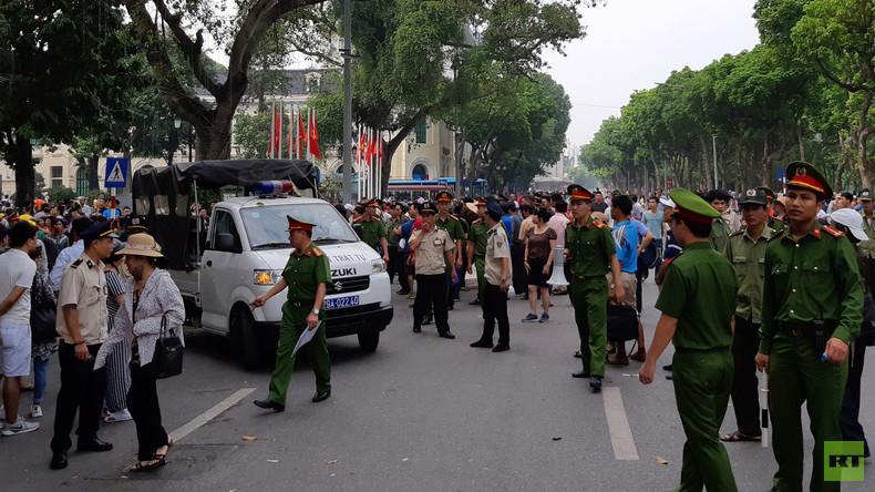 Terrorverdächtige verkleiden sich als Polizisten: Droht Vietnam eine bunte Revolution?