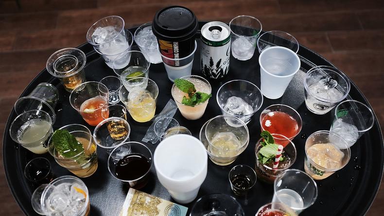 Auf dem Weg zur Party-Insel: 20 Passagiere randalieren an Bord – Fluglinie fordert Alkoholverbot