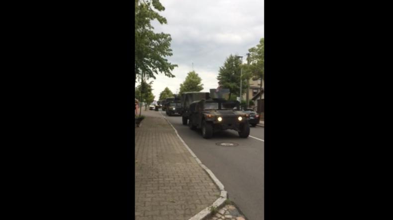 """Ständige NATO-Rotation gegen """"russische Aggression"""": US-Militär rollt durch sächsische Kleinstadt"""