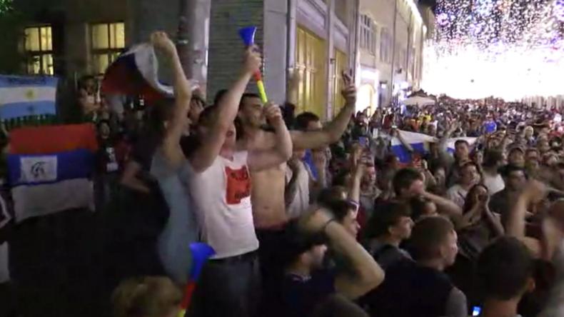 Kein Chaos und keine Schlägereien - Fans aus aller Welt feiern gemeinsam Russlands 3:1 in Moskau