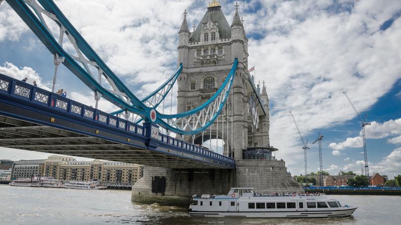 Wasserspiel von Tower Bridge zugepflastert – weil Smartphone-Nutzer hineinstolperten