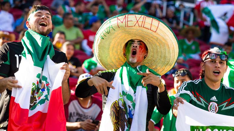 """Sie ließ ihn doch! """"Papp-Fußballfan"""" Javier aus Mexiko leibhaftig in Russland eingetroffen"""