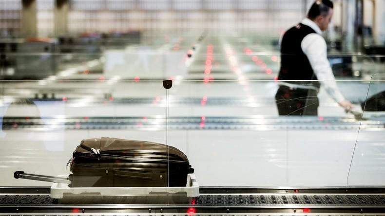 Flughafen: Frau vergisst, Elektroschocker herauszunehmen - Sicherheitspersonal bemerkt es nicht