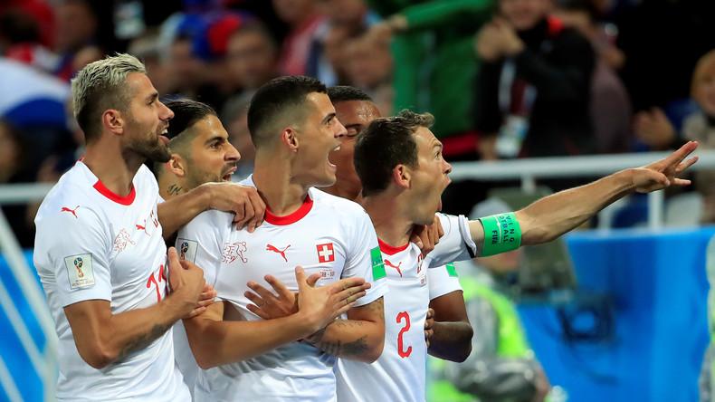 Schweiz besiegt Serbien mit 2:1 - Achtelfinale greifbar