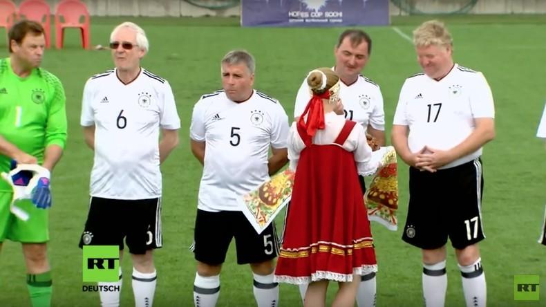 Sport als Brückenbauer: Deutsche und russische Funktionäre spielen Fußball in Sotschi