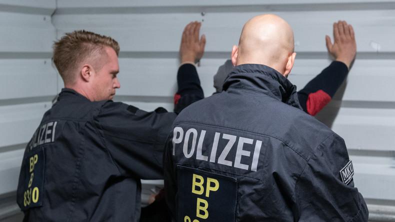 Kontrollen an Berliner Bahnhöfen: Polizei registriert 91 Straftaten